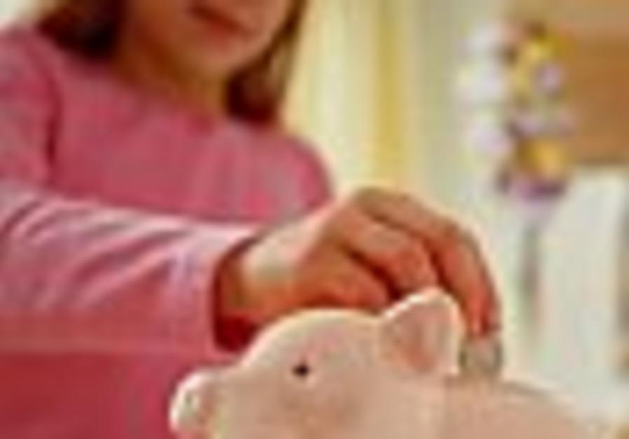 girl piggybank invest 88