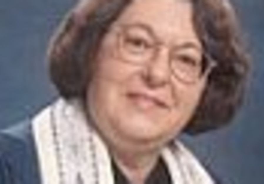First Female Rabbi in US to Retire