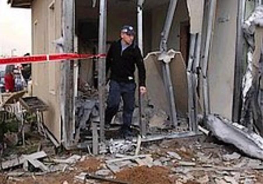 Mofaz, Halutz visit troops near Gaza