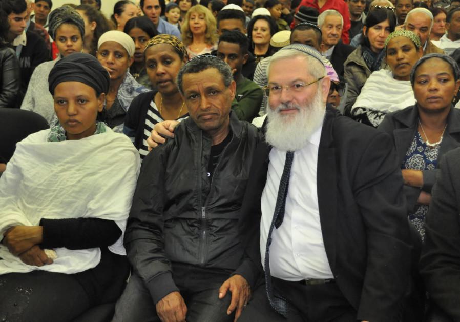 Solomon Gavriya's father with the Deputy Defense Minister Eli Ben-Dahan (Courtesy Ministry of Defense)