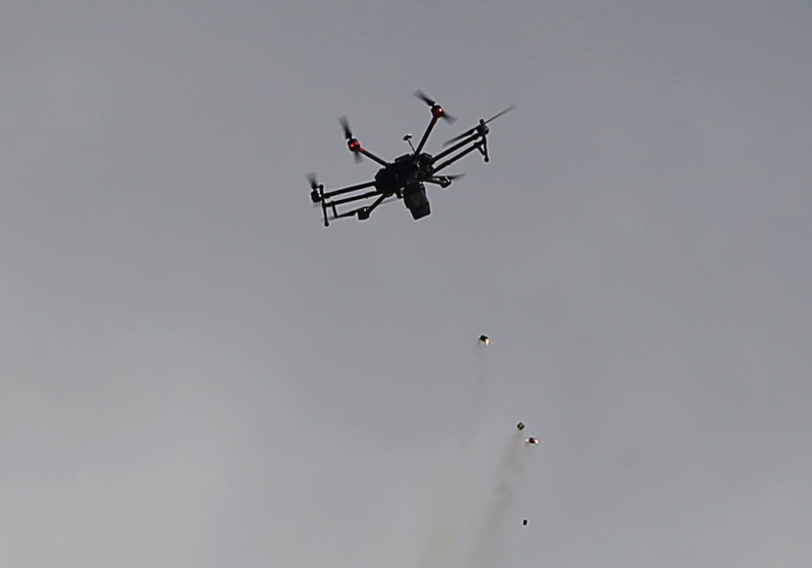 Israeli drone drops tear gas grenades during clashes with Palestinians participating in a tent city protest along the Israel border with Gaza, March 30, 2018 (MOHAMMED SALEM/ REUTERS).