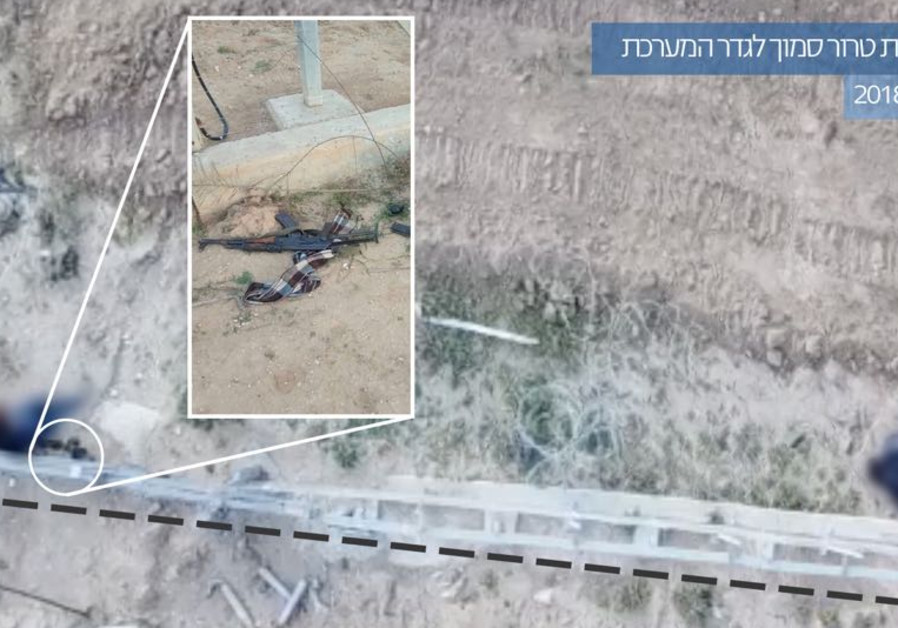 Weapons found by the border fence, the Hebrew caption says foiling a terrorist squad near the security fence March 30 2018. (IDF Spokesperson's Unit)