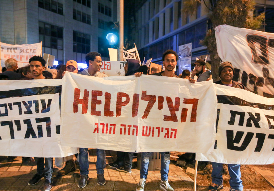 Demonstrators gather in Jerusalem to protest the government's deportation plan (Marc Israel Sellem / The Jerusalem Post)