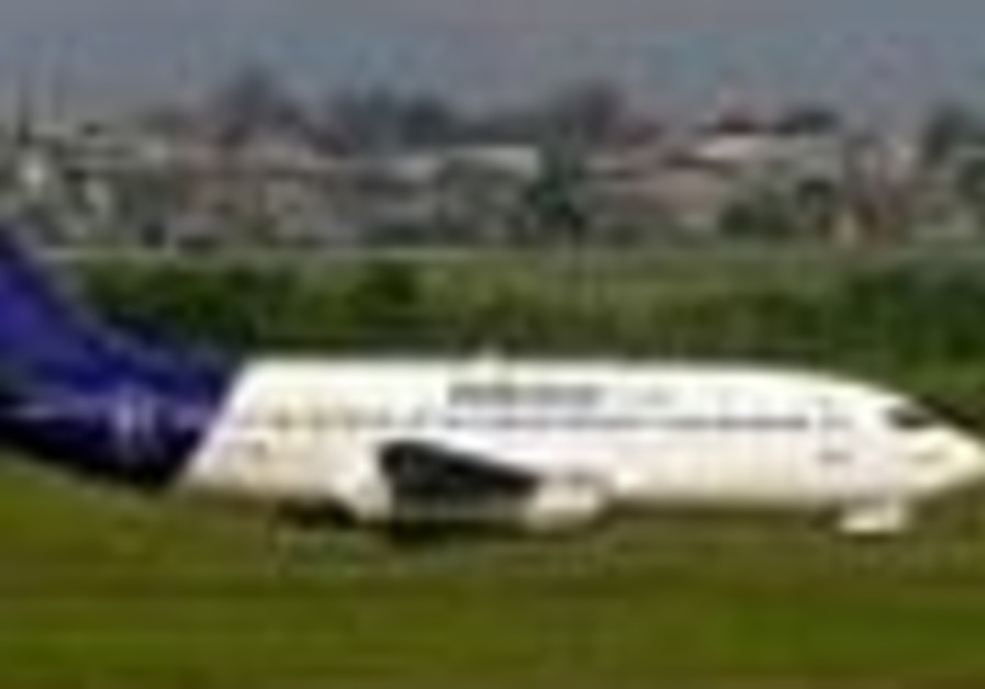Nigerian airliner crashes near airport, more than 100 aboard