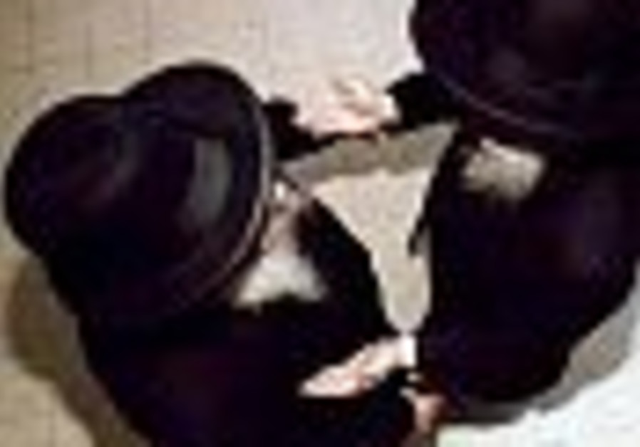 3 held for trying to extort Bnei Brak rabbi