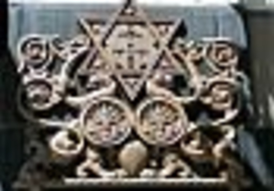 British heritage groups try saving struggling synagogues