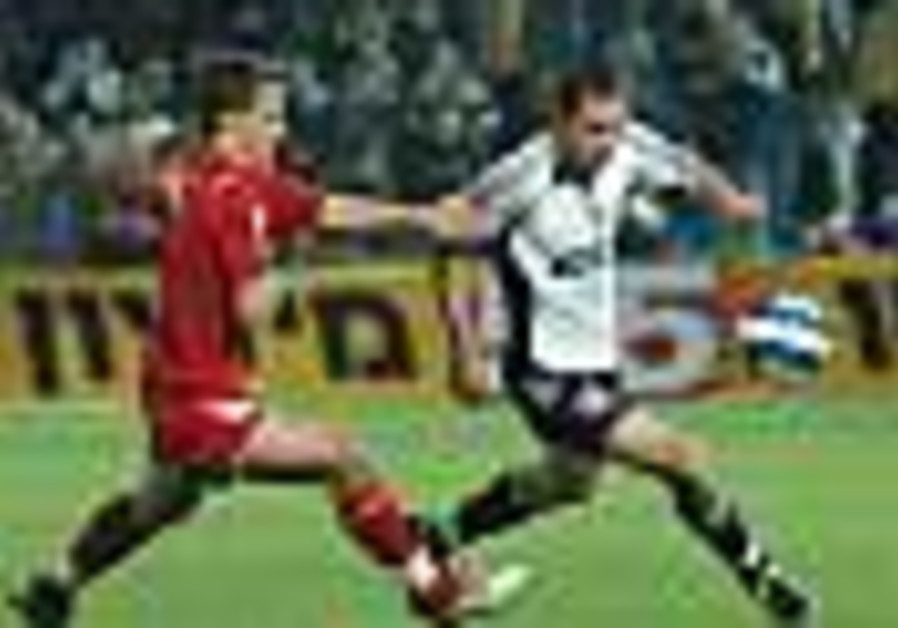 Soccer: Firecracker hits Abuksis in Hapoel TA-Betar draw