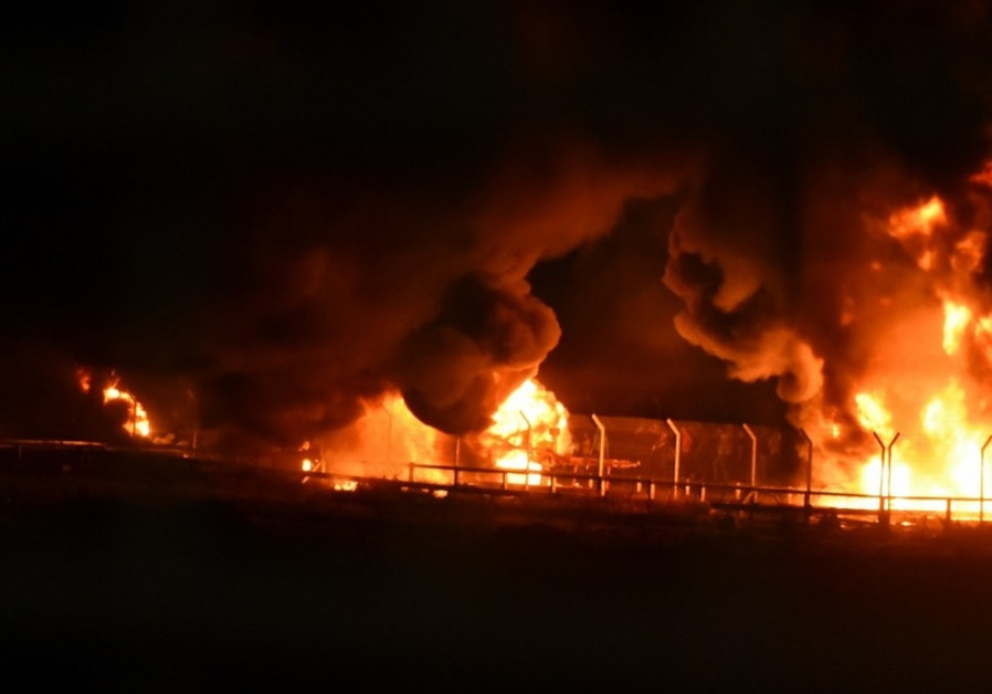 Kerem Shalom crossing burning on the Palestinian side after Friday protests / IDF SPOKESMAN'S UNIT