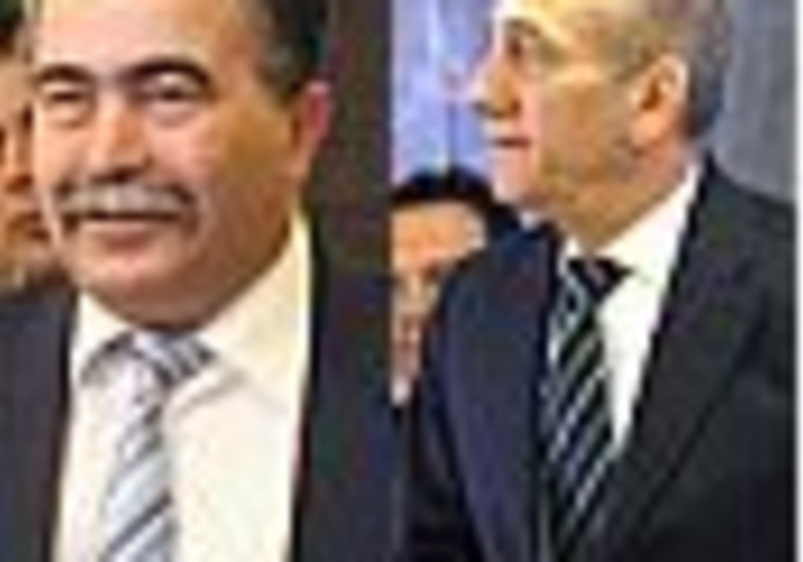 Peretz attacks PM in cabinet meeting over procedural issue