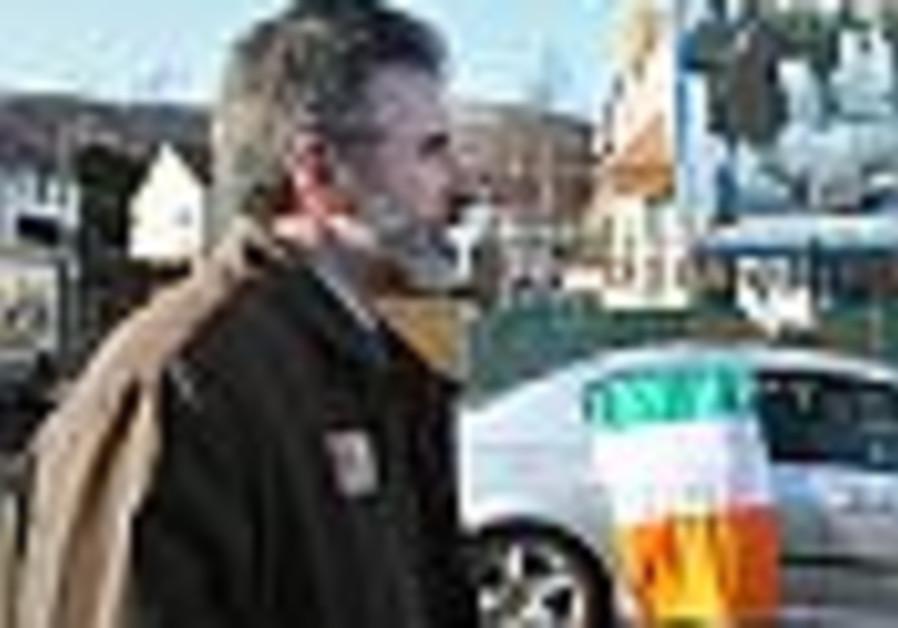 N. Ireland votes on Catholic-Protestant administration