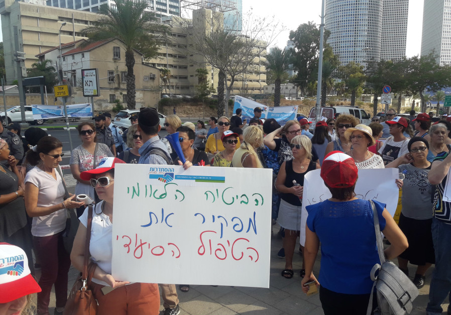 Hundreds of caregivers gather in front of government compound in Tel Aviv on Wednesday to protest working conditions/ TAMARA ZIEVE