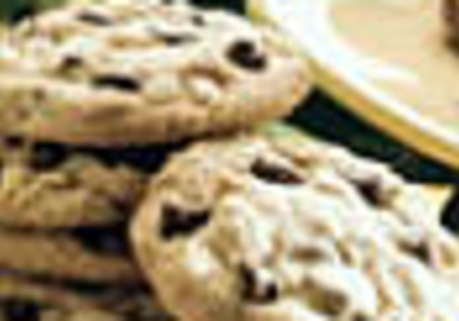 Short Order: Chocolate chip peanut butter cookies