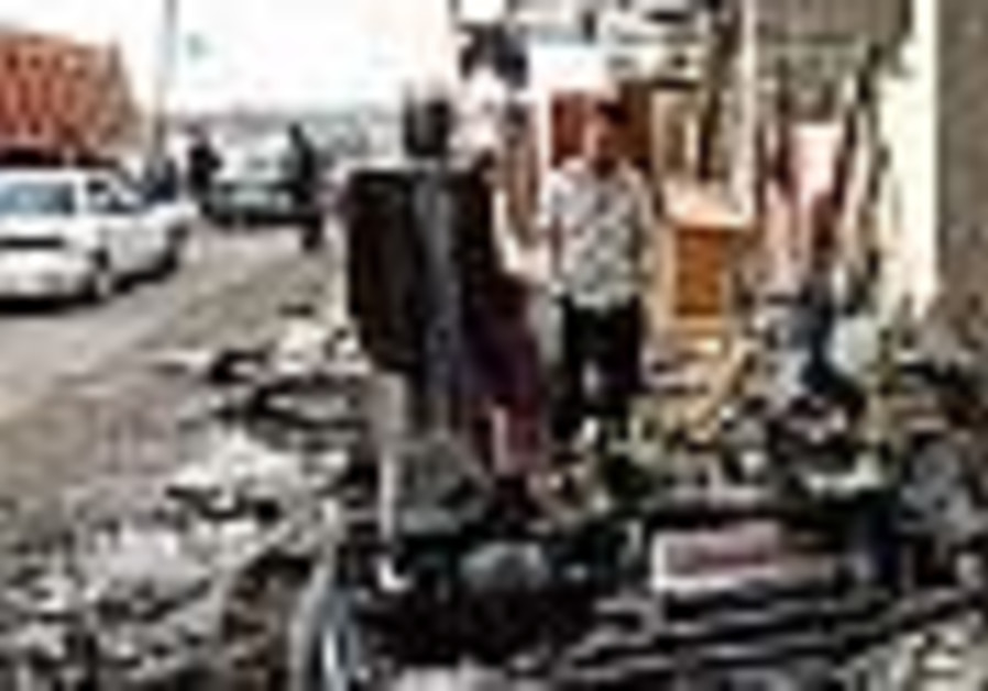Car bomb kills 25 in Baghdad commercial district