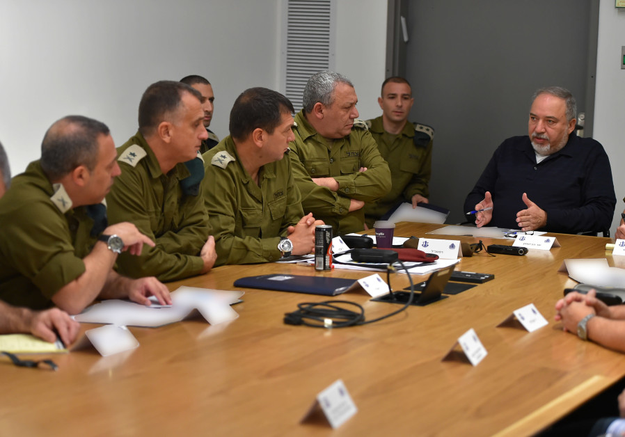 Defense Minister Avigdor Liberman speaking with IDF officers during a special Gaza evaluation meeting / DEFENSE MINISTRY