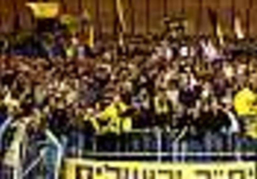 Local Soccer: Zandberg steps up for Betar J'lem