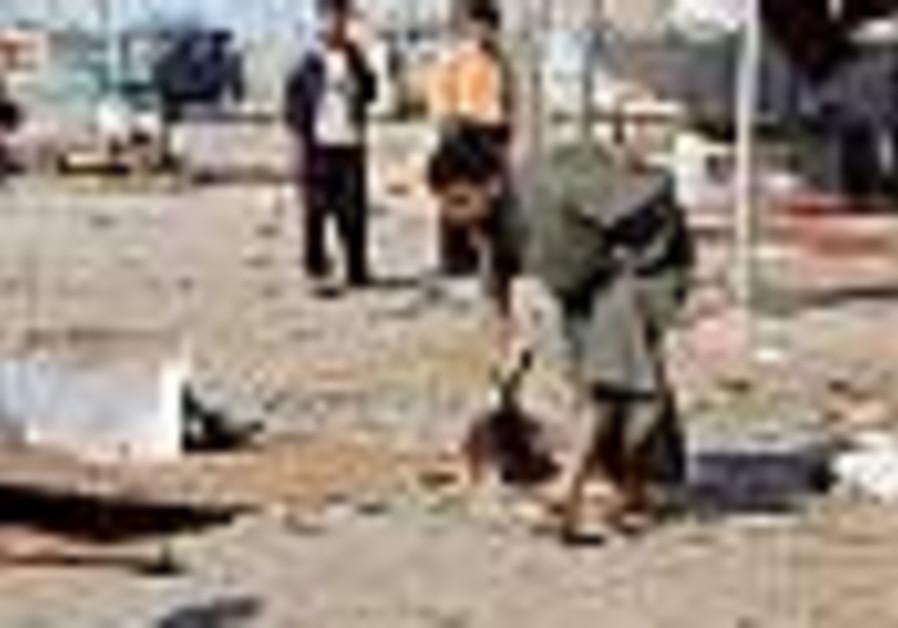 66 killed as truck bombs strike markets in Iraq