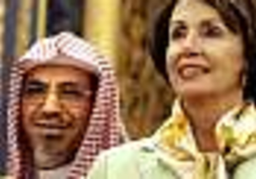 Pelosi discusses Arab peace initiative in Saudi Arabia