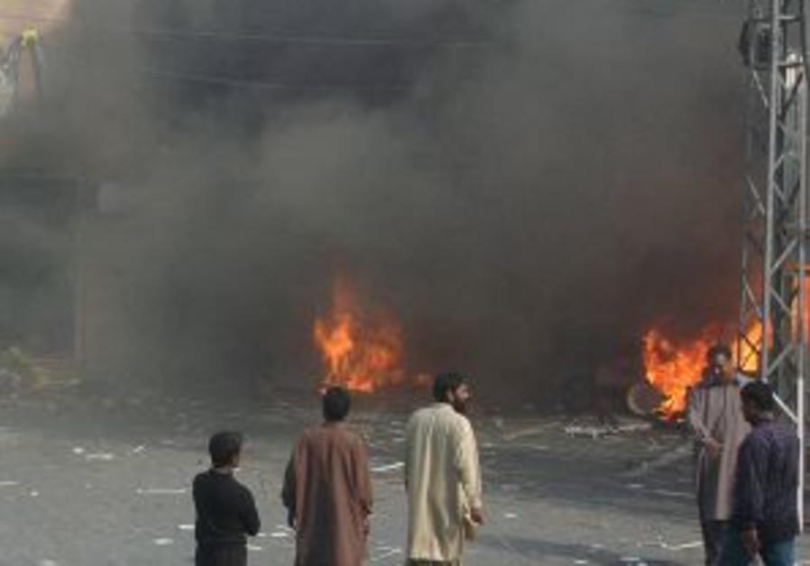 Pakistan: Rioters set McDonald's ablaze