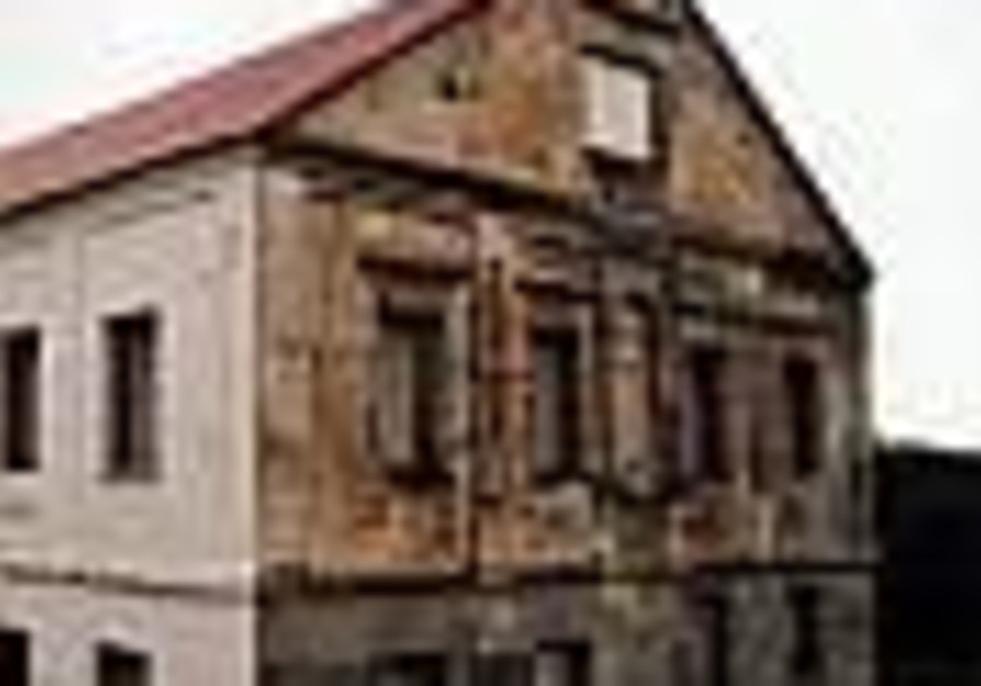 Belarus Jews fight for yeshiva but lack funds to renovate it