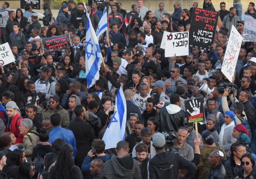 Ethiopian Jews protest in Tel Aviv after the murder of 24-year-old Yehuda Biagda due to police brutality, 2019. / AVSHALOM SASSONI