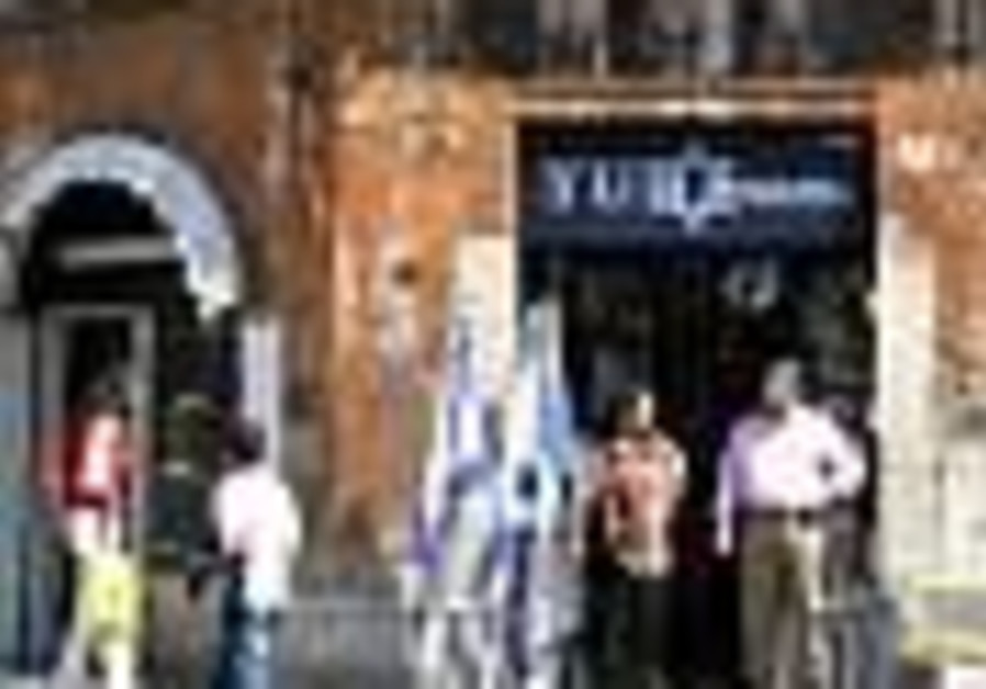 As Rome's ghetto becomes hip, Jewish residents squeezed out