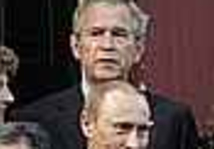Bush, Putin ready for one-on-one meeting in Germany
