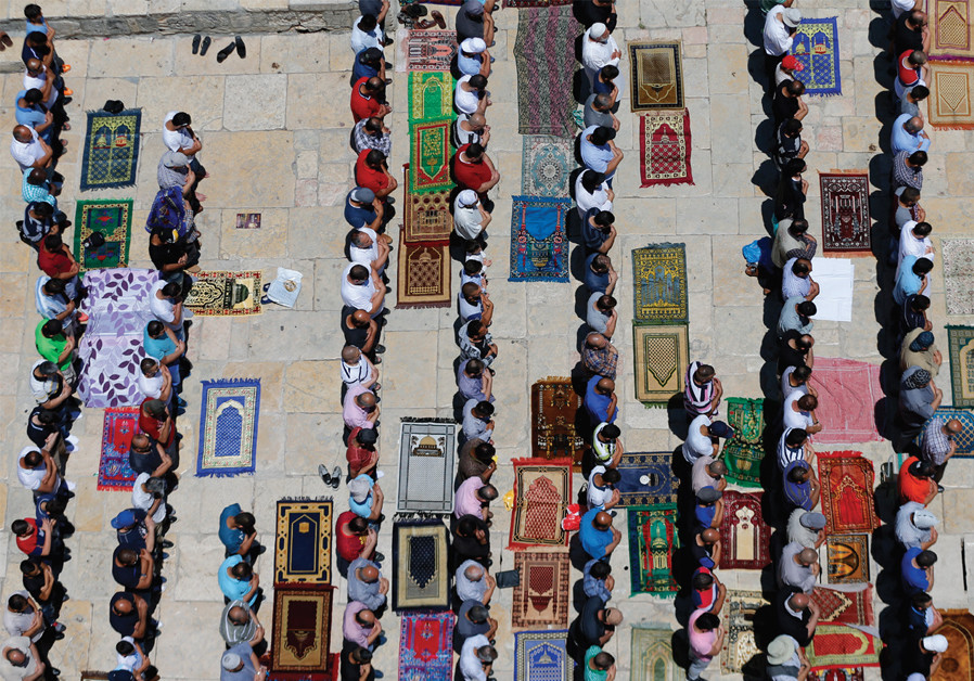 FRIDAY PRAYERS during the month of Ramadan, Ammar Awad, 2016. (Reuters)