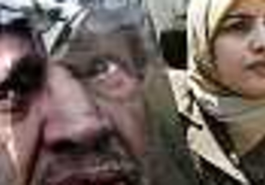 Looters raid Arafat's home, steal his Nobel Peace Prize