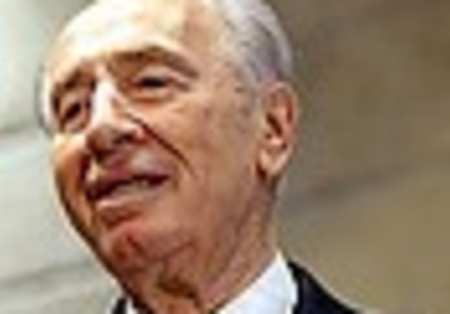 Peres moves into Beit Hanassi