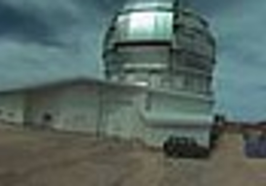Giant telescope begins scouring space