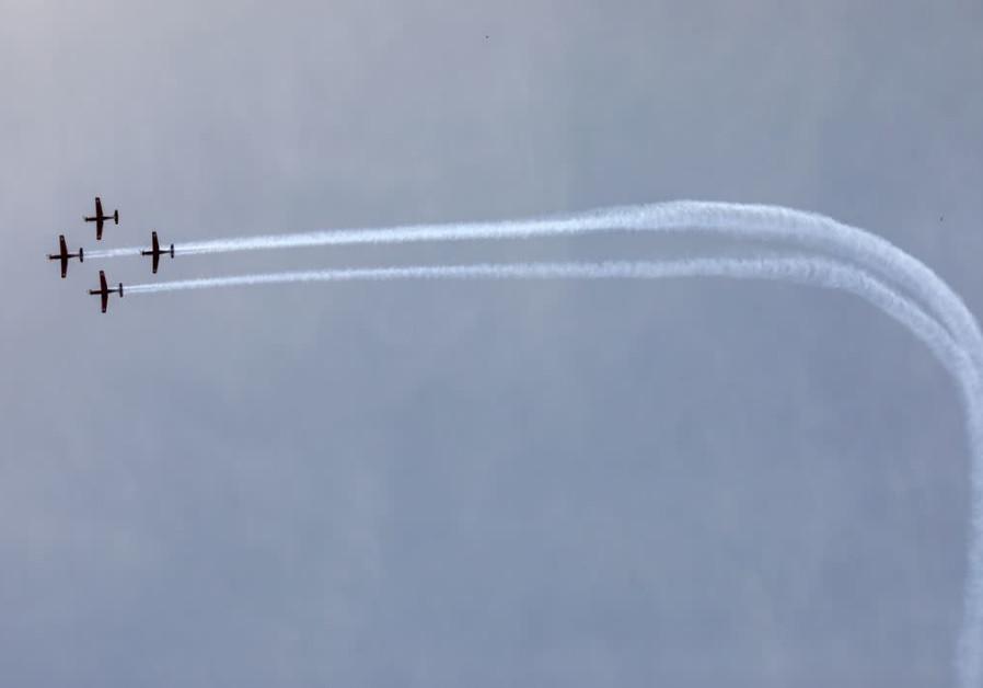 IAF aerobatic team over Jerusalem making a turn / MARC ISRAEL SELLEM