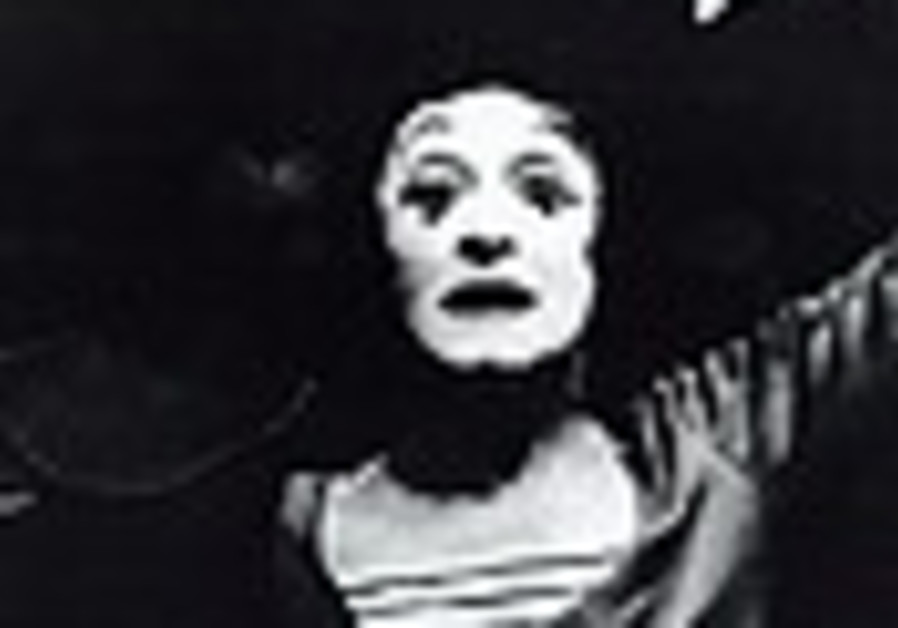 Renowned mime, Holocaust survivor Marcel Marceau dies