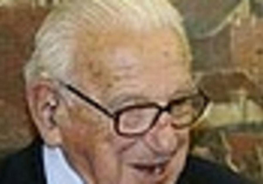 Brit who saved Jews from Nazis receives top Czech award