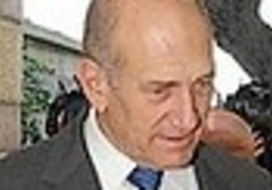 Olmert: Army could step up op in Gaza