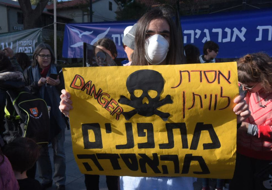 Residents protest the operation of the Leviathan natural gas field (Credit: Avshalom Sassoni/Maariv)