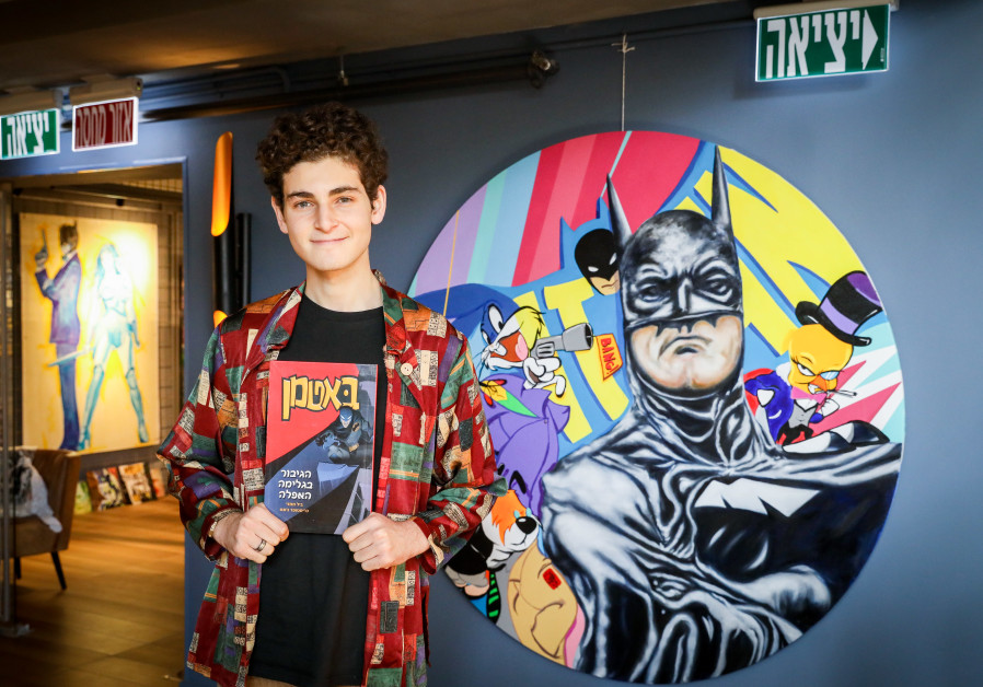 Actor David Mazouz, who plays the role of Bruce Wayne in the television show 'Gotham', holding a Hebrew version of the comic book first released 80 years ago. / MARC ISRAEL SALEM