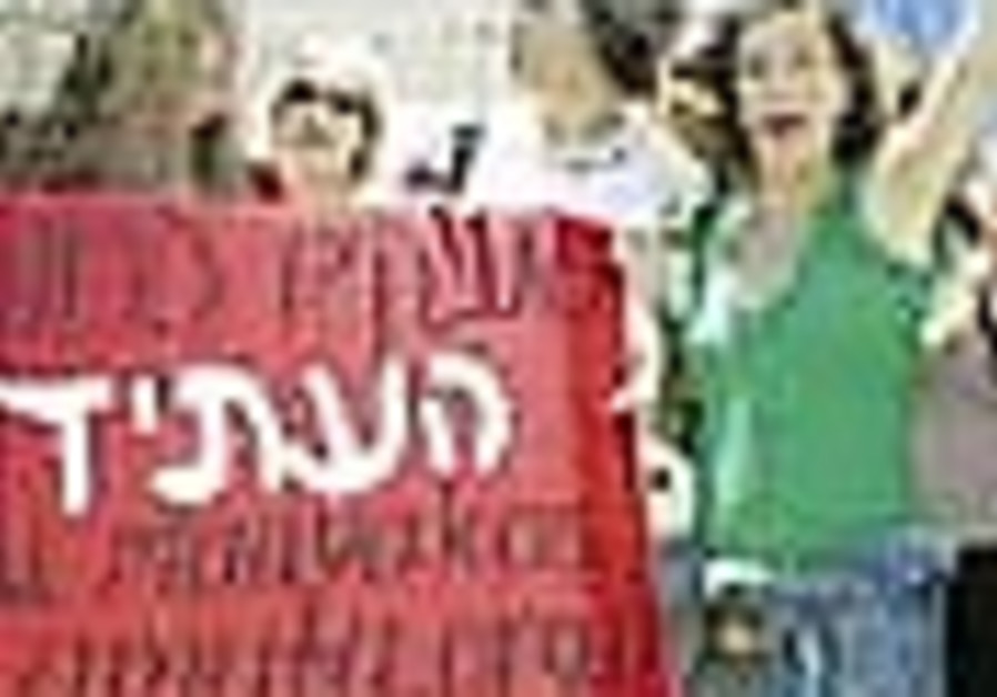 Social workers protest: 'We demand to work with dignity'