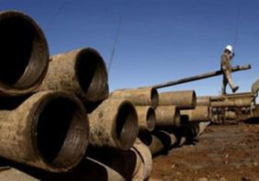 Pipeline spills 40 tons of crude oil in North