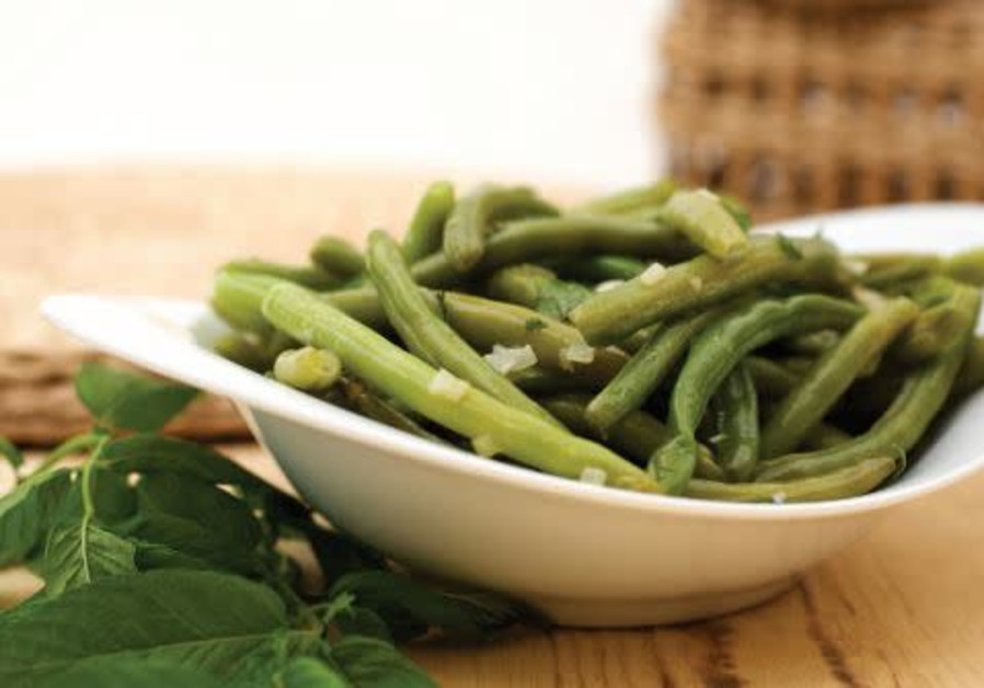 GREEN BEANS with mint and garlic (Credit: PASCALE PEREZ-RUBIN and DROR KATZ)