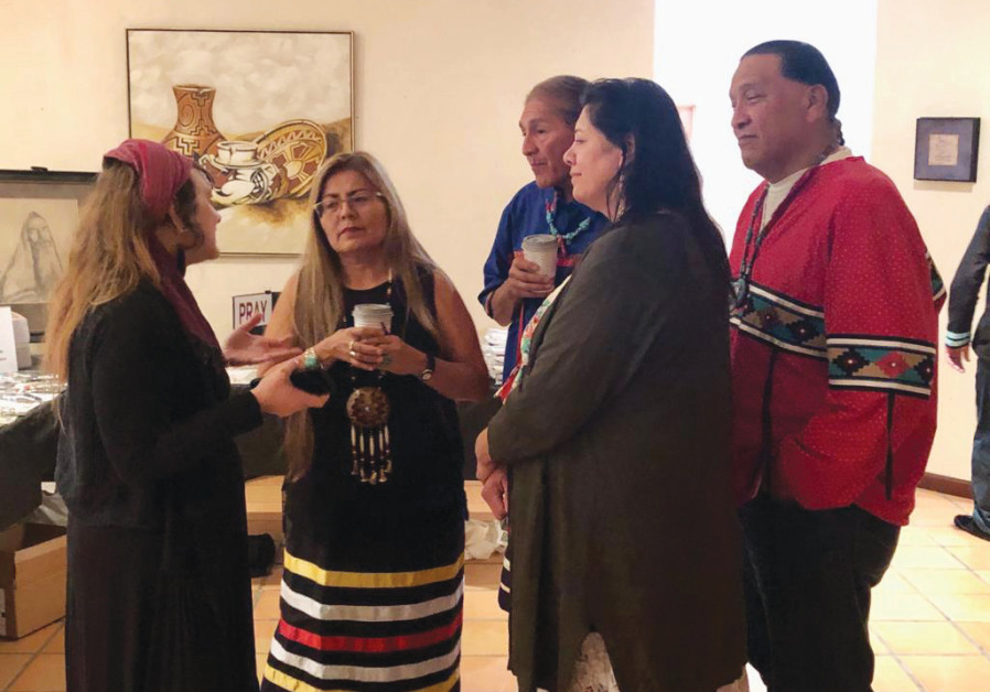 SHMUEL MEETS with members of the Navajo Nation and the Cahuilla Nation of California. The endangered Cahuilla language is among the Uto-Aztecan family.