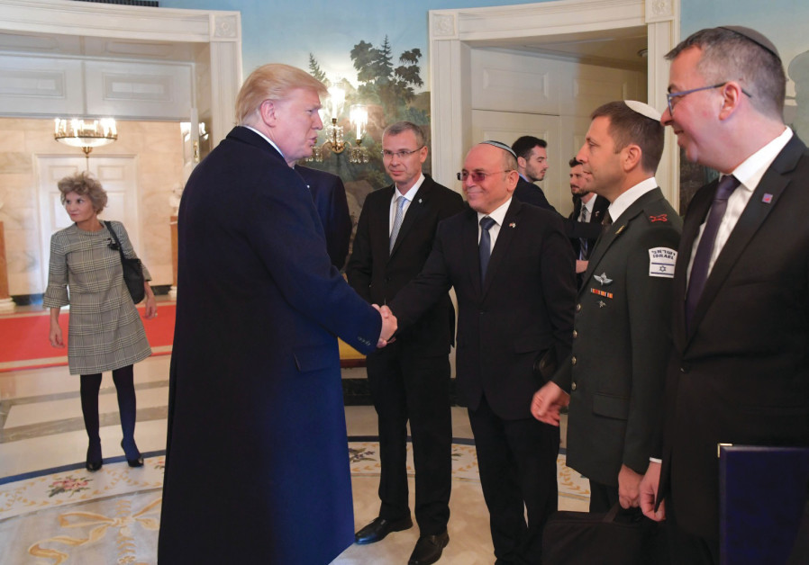 National Security Council head Meir Ben-Shabbat meets with US President Donald Trump (Credit: White House Photographer)