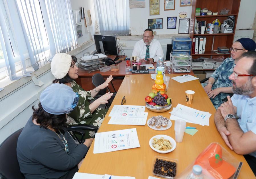 BEIT SHEMESH Mayor Aliza Bloch (in green) visits the organization.
