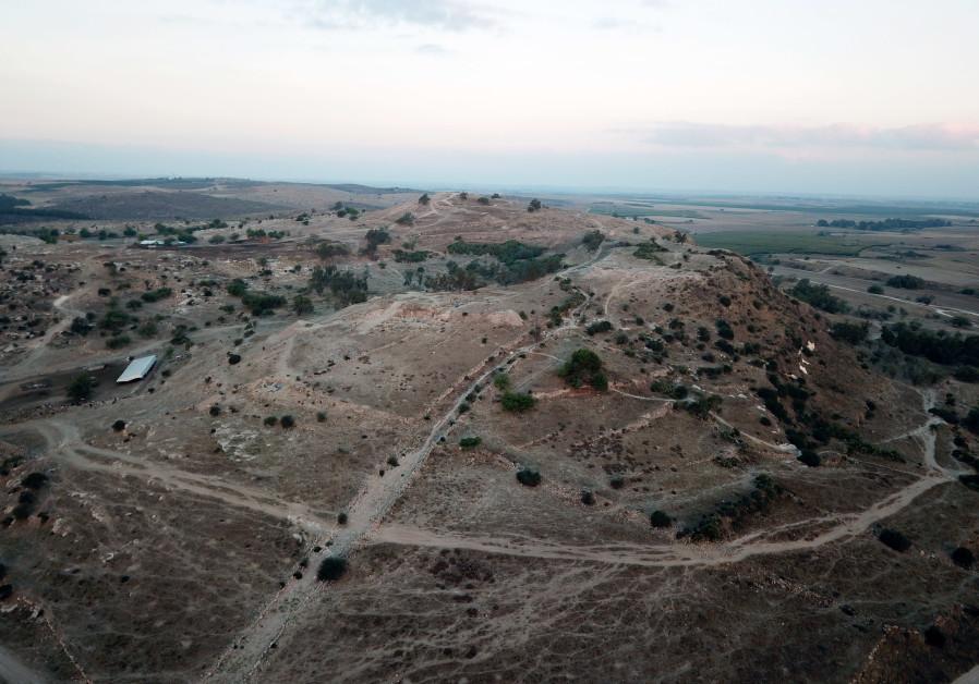 Aerial photo of Tell es-Safi/Gath (Prof. Aren M. Maeir, The Tell es-Safi/Gath Archaeological Project, Bar-Ilan University)