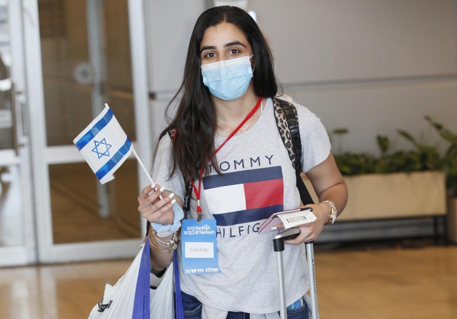 38 Olim land in Israel as part of a Nefesh B'Nefesh Group Aliyah Flight (Netanel Cohen)