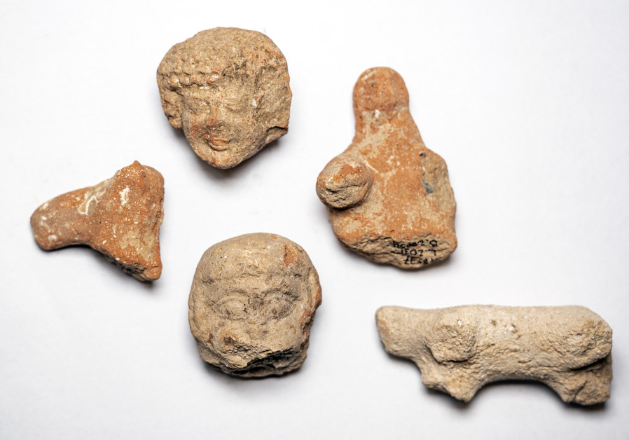 Clay Figurines of Women and Animals Found at the Site (Yaniv Berman/Israel Antiquities Authority)