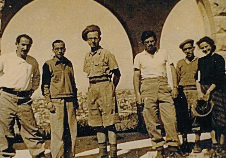DOV (LEFT) with fellow soldiers on Mount Scopus, April 1948, guarding the Hebrew University, Hadassah Hospital and Jerusalem Biblical Zoo founder Prof. Aharon Shulov's menagerie.