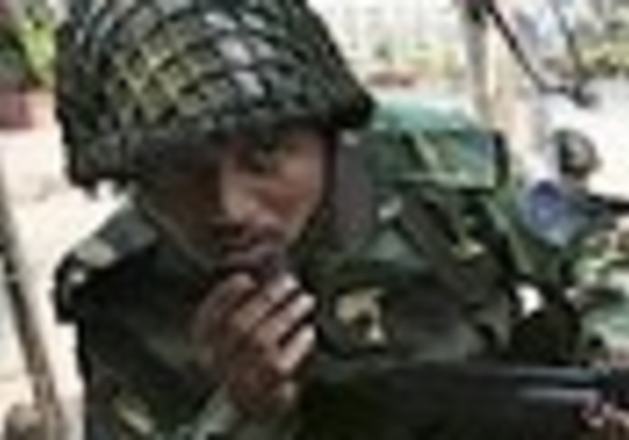 Bangladesh border guard mutiny appears to spread
