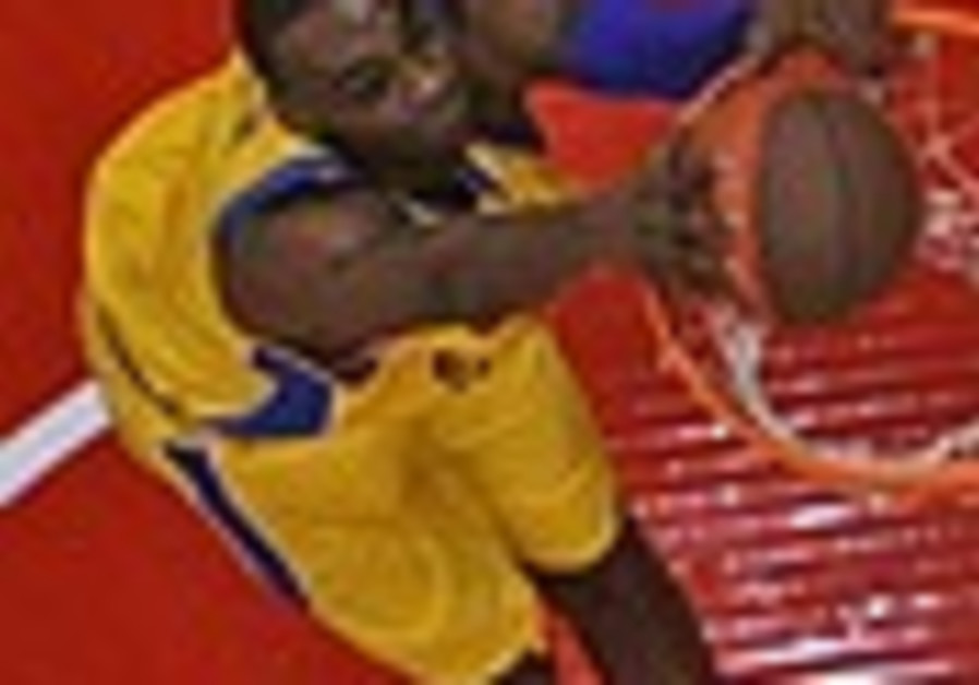 Local Hoops: Mac TA's Fischer attacked at club