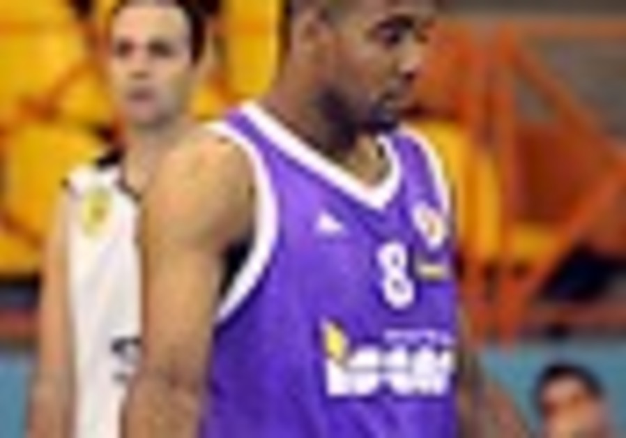 Basketball: Ashkelon dumps Holon, moves closer to securing final spot