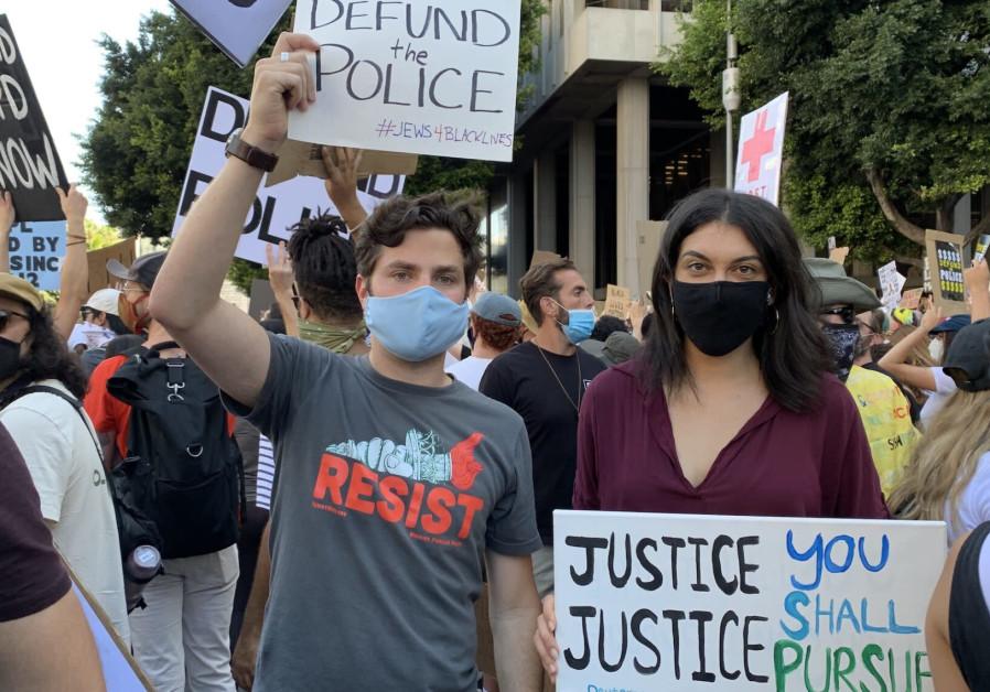 Rachel Sumekh (R) protesting after the death of George Floyd/ JTA